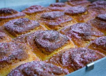 pistachio and raspberry buns